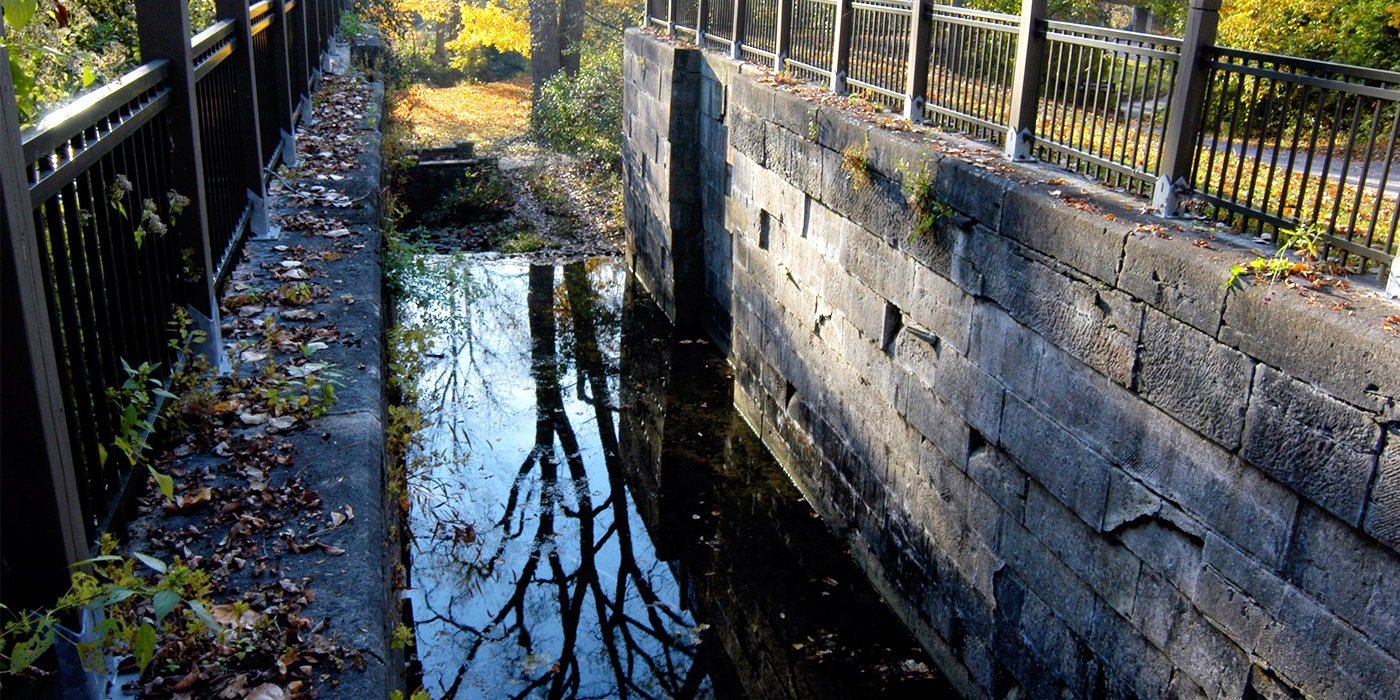 Side Cut Canal Locks Trail