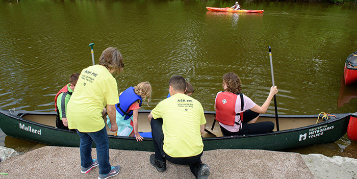 194 outdoor expo canoes sidecut 5-18 700x350.jpg (2)